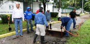 Gobierno municipal de Centro limpia encharcamientos en zona de la Deportiva
