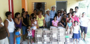 Entrega Sabino Herrera Dagdug apoyos sociales a comunidades de Huimanguillo en Tabasco