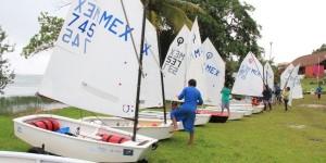 Inauguran regata en la Laguna de 7 colores en Bacalar