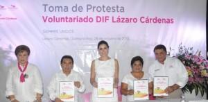 Rinde protesta la presidenta del voluntariado DIF de Lázaro Cárdenas ante Mariana Zorrilla de Borge