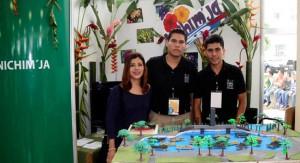 Jóvenes participan en la feria de iniciativas de negocios UJAT 2013