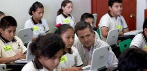 """Entrego el presidente Peña las primeras computadoras del programa """"MiCompu.Mx"""", a niños de 5º y 6º grados de primaria"""