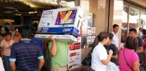 Cientos de personas aprovechan promociones del buen fin en la capital yucateca