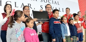 En Veracruz, desarrollo social que beneficia la economía familiar: Javier Duarte