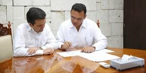 Gobernador y secretario de Economía, Ildefonso Guajardo Villarreal, sostienen reunión de trabajo