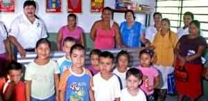 Gobierno de Teapa beneficia a 700 familias con la entrega de paquetes de láminas