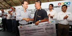 Más de 100 mil acciones a favor del campo chiapaneco este 2013: Manuel Velasco Coello