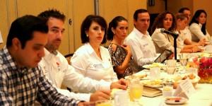 Mantiene el alcalde de Cancún Paul carrillo contacto permanente con sectores productivos