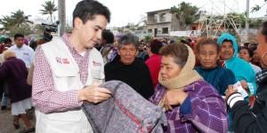 Distribuye Protección Civil más de 500 cobertores en hospitales de Xalapa