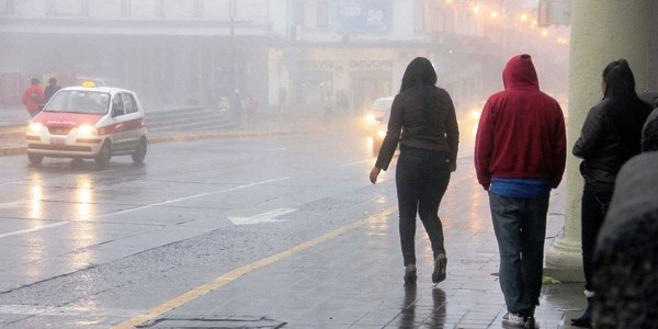 XALAPA.-  El Frente frÌo 21 se estaciono en el sur de Veracruz y las lluvias continuar·n en esa zona hasta el miÈrcoles, La neblina bajo en esta capital. /FOTOJAROCHA.COM/ Victor Hugo Moreno