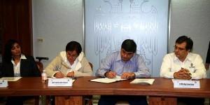 Firma la UJAT con el IEC convenio de colaboración