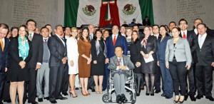 Entregan la Medalla Adolfo Ruiz Cortines al periodista Froylán Flores Cancela