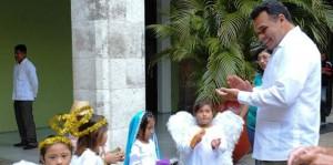 Vista rama navideña Palacio de Gobierno en Yucatán