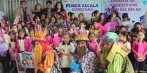 Ayuntamiento de Paraíso y PEMEX llevan regalos a niños de comunidades apartadas