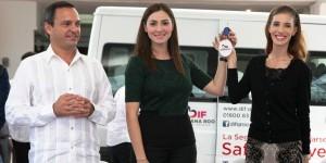 Entrega Mariana Zorrilla de Borge apoyos por 7 millones de pesos en Benito Juárez