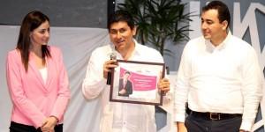 """Asiste presidenta del DIF Quintana Roo, Mariana Zorrilla de Borge a conferencia """"Actitudes Positivas"""""""