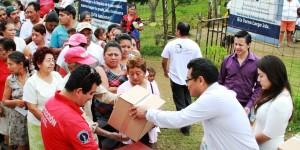 Apoyan con despensas a familias anegadas de Centro