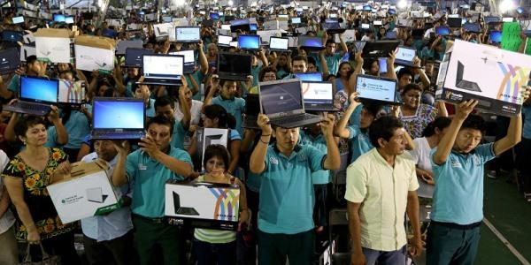 Etudiantes de bachilleres cuentan con lap top yucatan