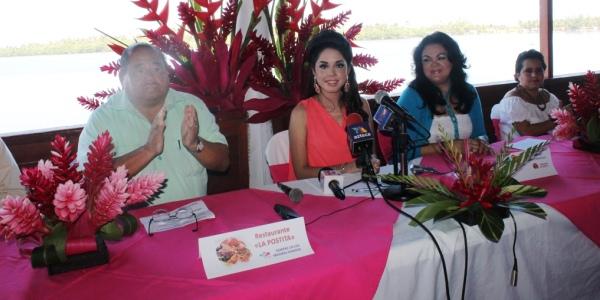 La guapa embajadora es presentada ante los medios de comunicación0