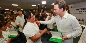 Entrega el gobernador de Chiapas 4 millones de pesos a madres solteras para más oportunidades de desarrollo