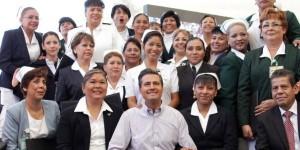 Reconoce Peña Nieto trayectoria de Profesora de la UJAT