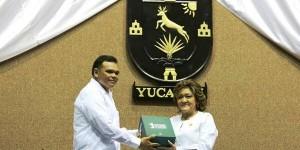 Entrega el gobernador de Yucatán Rolando Zapata Bello Primer Informe al Congreso del Estado