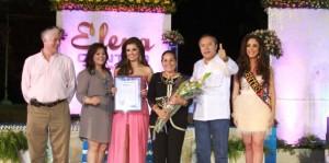 Entusiasmo y optimismo a la Flor de Oro 2014 de la embajadora Elena Alcántara