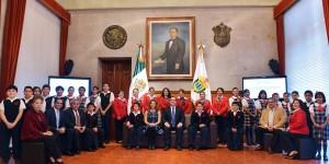 Veracruz está orgulloso de sus estudiantes; nos representarán en Ecuador: Javier Duarte