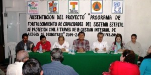 Firma alcalde de Paraíso carta compromiso de Protección Civil estatal