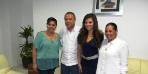 Recibe Elena respaldo y cariño de trabajadores del Ayuntamiento de Centro