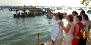 Javier Duarte y su esposa Karime Macías al tradicional paseo de la virgen de La Candelaria