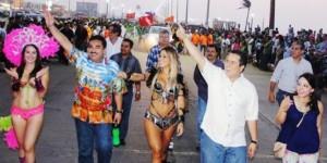 Espectacular inicio de paseos del Carnaval Coatza 2014