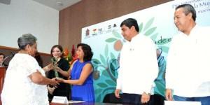Entrega UJAT y CONALMEX presea Árbol de la Vida a tres mujeres destacadas