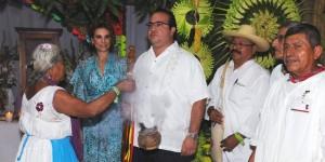 Visitan Javier Duarte y Karime Macías al Consejo Supremo Totonaco