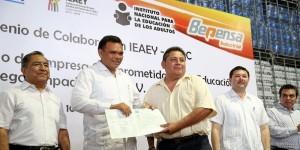 Combatirán analfabetismo y rezago educativo entre obreros yucatecos