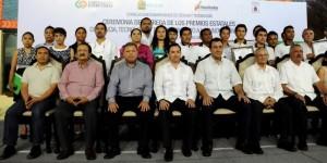 Investigadores de Quintana Roo reciben premios estatales de Ciencia y Tecnología