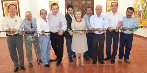 Inaugura UJAT exposición de obras plásticas «Manos Llenas de Color»