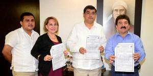 Entregan a la UJAT título de propiedad de terrenos para campus en Jalpa de Méndez