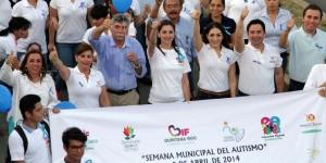 Encabeza Mariana Zorrilla de Borge marcha y encendido de las luces por la concienciación del Autismo