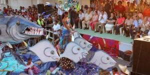 Presenta Paraíso creatividad y colorido en desfile de carros alegóricos 2014