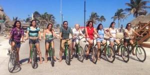 Aspirantes a Miss Earth visitaron la Biciruta en el Malecón