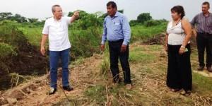 Supervisa alcalde de Centro limpieza total del dren La Isla y arroyo El Espejo