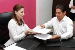 Suscribe Mariana Zorrilla de Borge convenio con el ISSSTE para rehabilitación física de empleados estatales