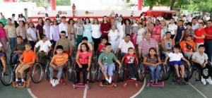 Entrega Mariana Zorrilla de Borge sillas de ruedas a municipios de Quintana Roo