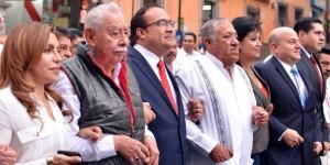 Encabeza gobernador Javier Duarte de Ochoa desfile del Día del Trabajo en Veracruz