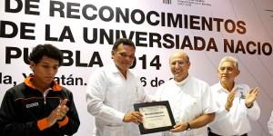 Entrega Gobernador de Yucatán reconocimientos y estímulos a medallistas de la Universiada Nacional 2014