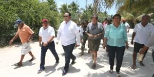 Visita el gobernador Roberto Borge la comunidad de Punta Allen, en Tulum