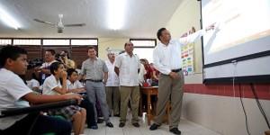 Aulas digitales y mobiliario para consolidar más escuelas de calidad en Yucatán