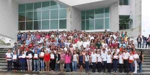 Entregan becas PAEEL a 218 estudiantes de la UJAT