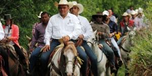El Gobernador encabeza la Cabalgata Bridón Tizimín 2014